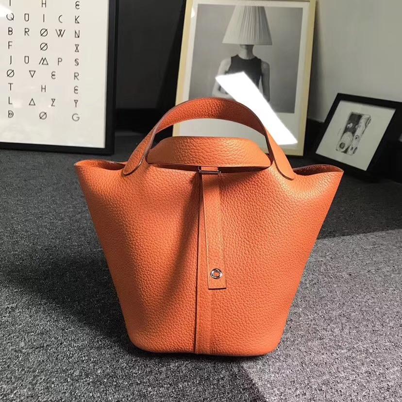 Hermès(爱马仕)经典橙色 原厂御用顶级TC 皮 Picotin  Lock 18cm 银扣