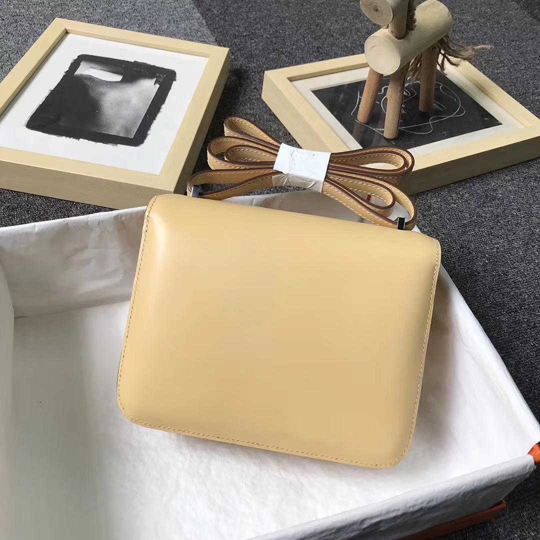 Hermès(爱马仕)玉米黄 原厂御用顶级Tade皮 Constance 19 银扣