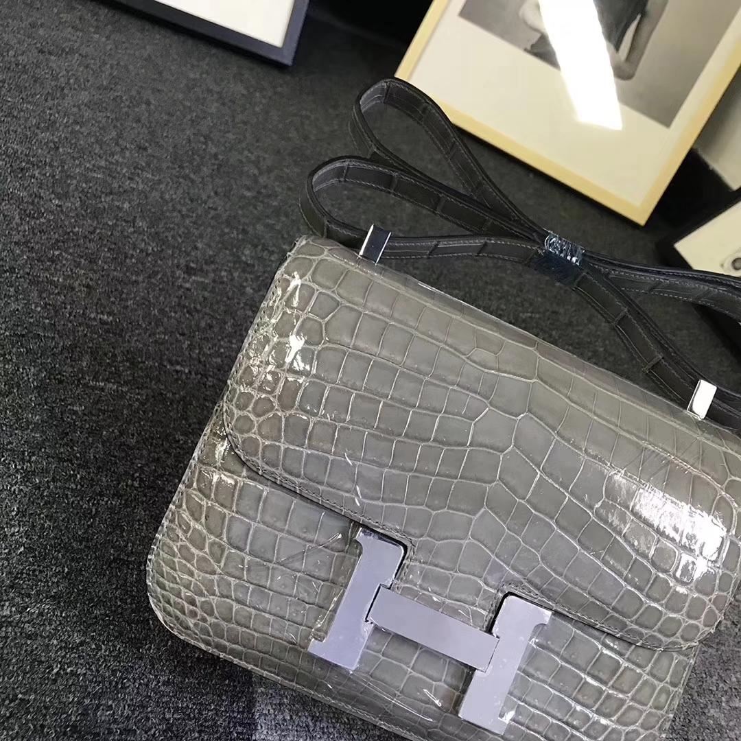 Hermès(爱马仕)斑鸠灰亮面鳄鱼 Constance 24 银扣