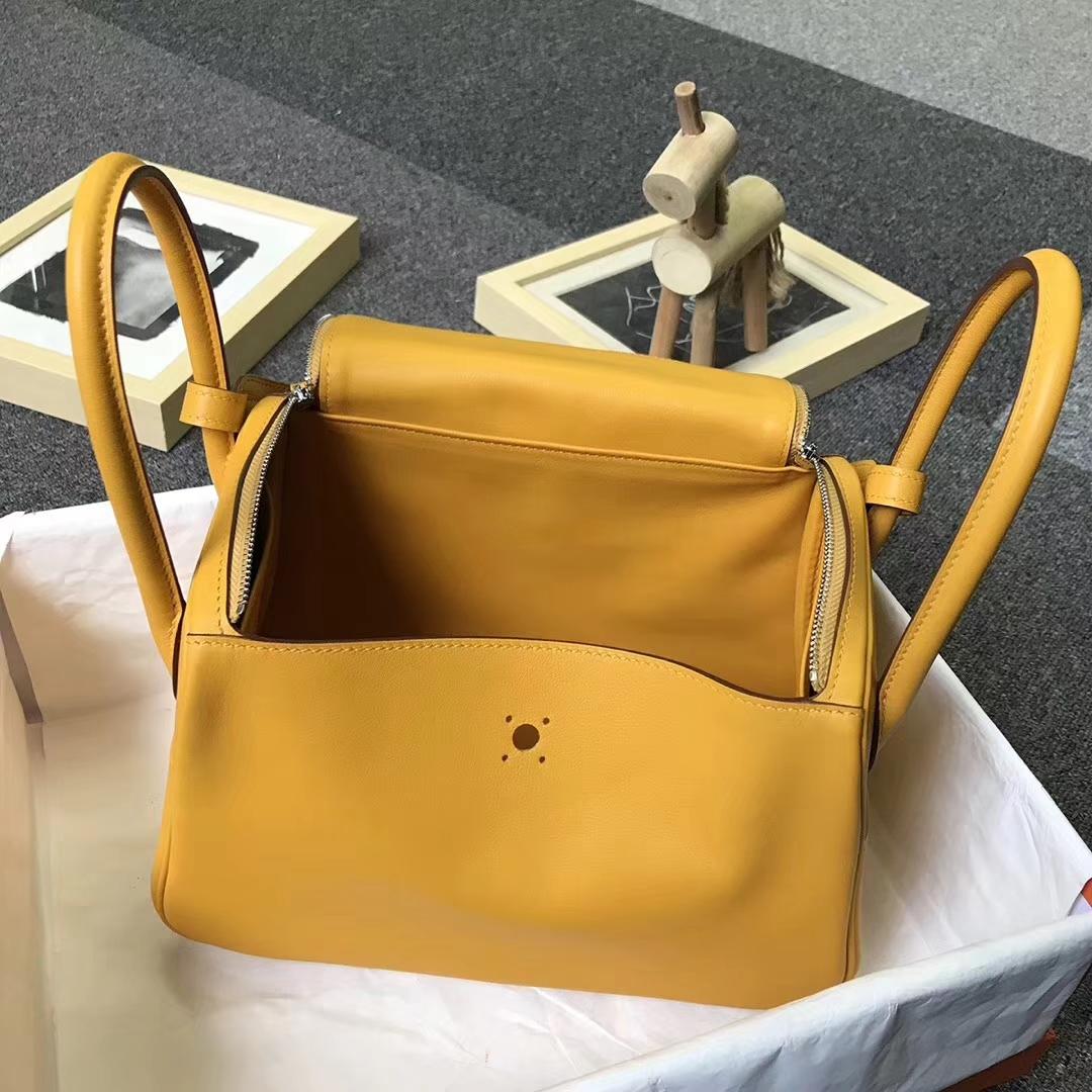 Hermès(爱马仕)9D琥珀黄 原厂御用顶级Swift 皮 Lindy 26 银扣 红色 白色 Epsom 皮斜编织肩带