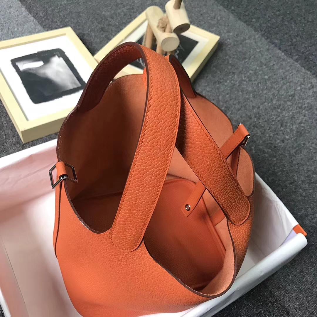 Hermès(爱马仕)橙色 原厂御用顶级TC 皮 Picotin  Lock 22cm 银扣