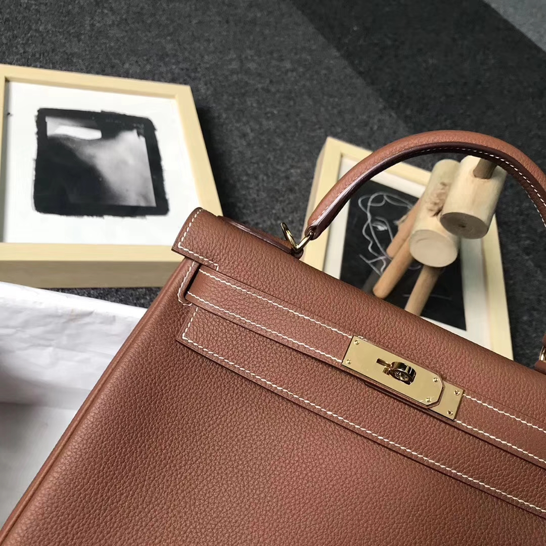 Hermès(爱马仕)C37浅咖啡 原厂御用顶级小牛皮 Kelly 28 金扣 现货