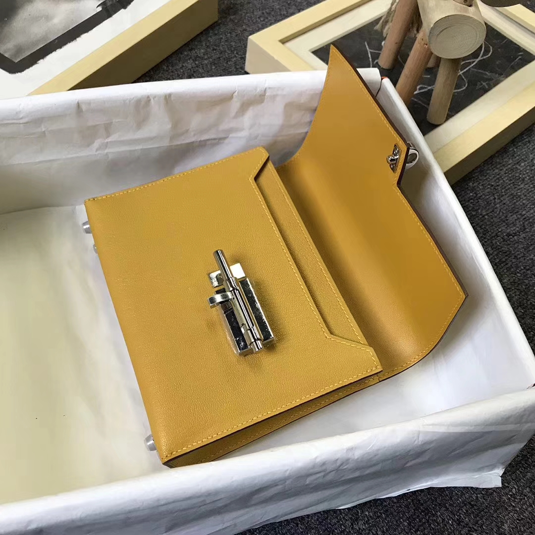 Hermès(爱马仕)9D琥珀黄 原厂御用顶级山羊皮 Verrou 插销包 订单出货
