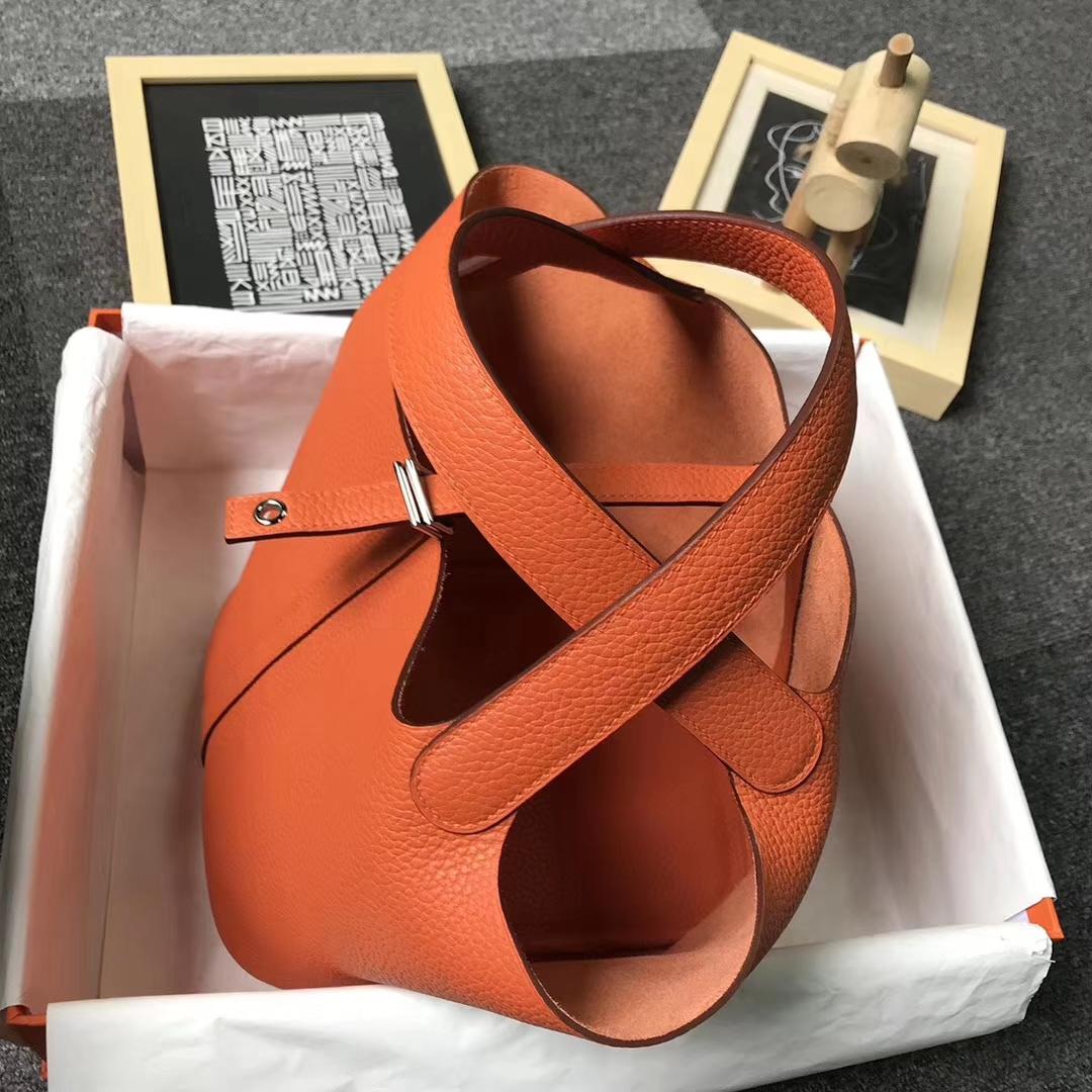 Hermès(爱马仕)经典橙色 原厂御用顶级TC 皮 Picotin  Lock 22 cm 银扣