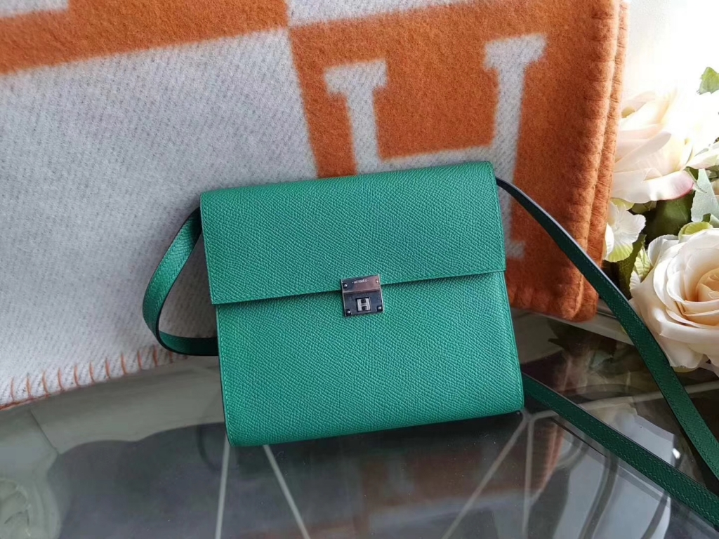 Hermès(爱马仕)Clic epsom 16Cm 单肩斜挎包 ROSE AZALLE U4丝绒绿 现货