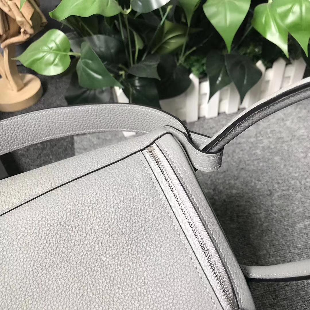 Hermès(爱马仕)4Z海鸥灰 原厂御用顶级小牛皮 Lindy 26 银扣