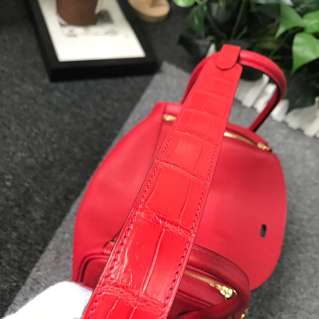 Hermès(爱马仕)Q5中国红 糖果红 原厂御用顶级TC皮拼肩带鳄鱼皮 Lindy 26 金扣