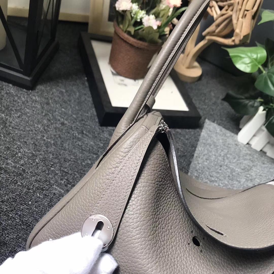 Hermès(爱马仕)8F锡器灰 原厂御用顶级TC 皮 Lindy 26 银扣