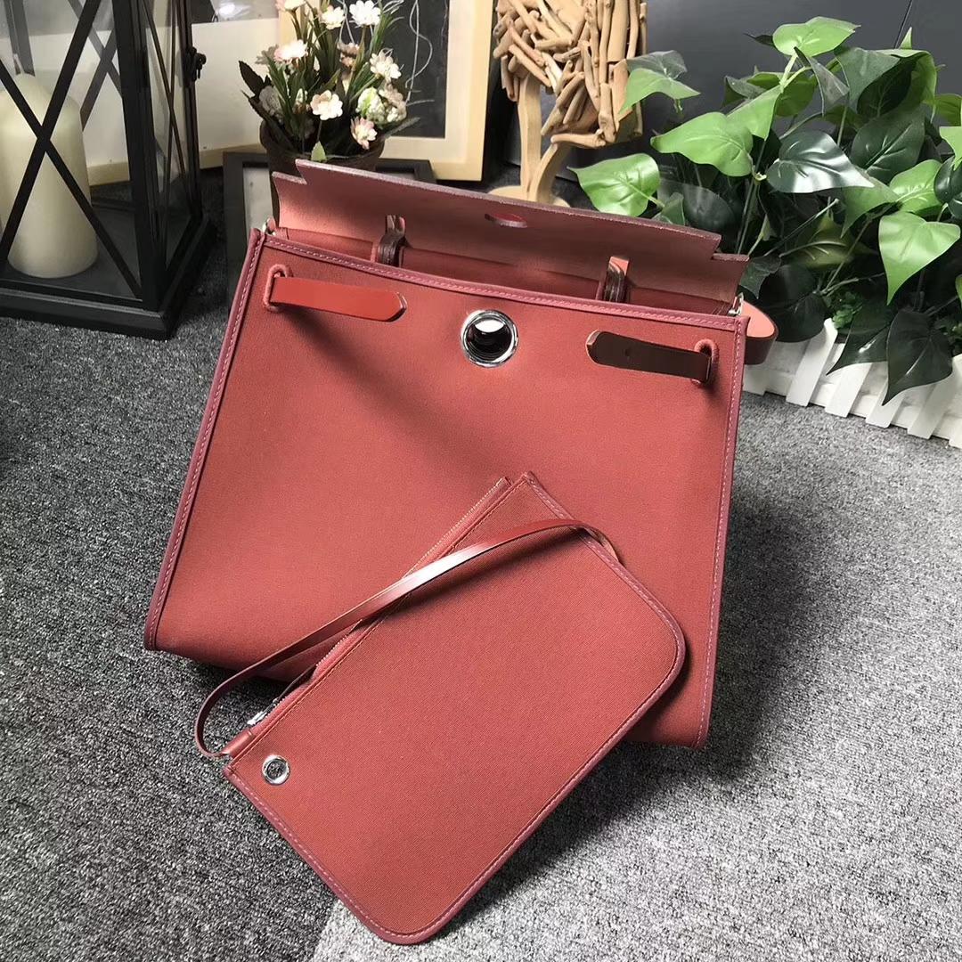 Hermès(爱马仕)棕红色马鞍皮拼棕红色帆布 Herbag 31 现货