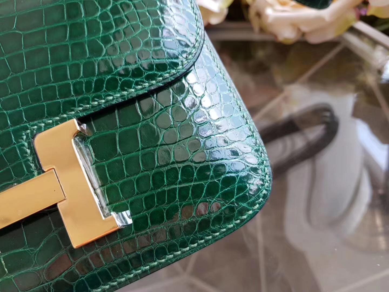 Hermès(爱马仕)constance空姐包 19cm 美洲鳄 亮面  祖母绿 金扣 现货