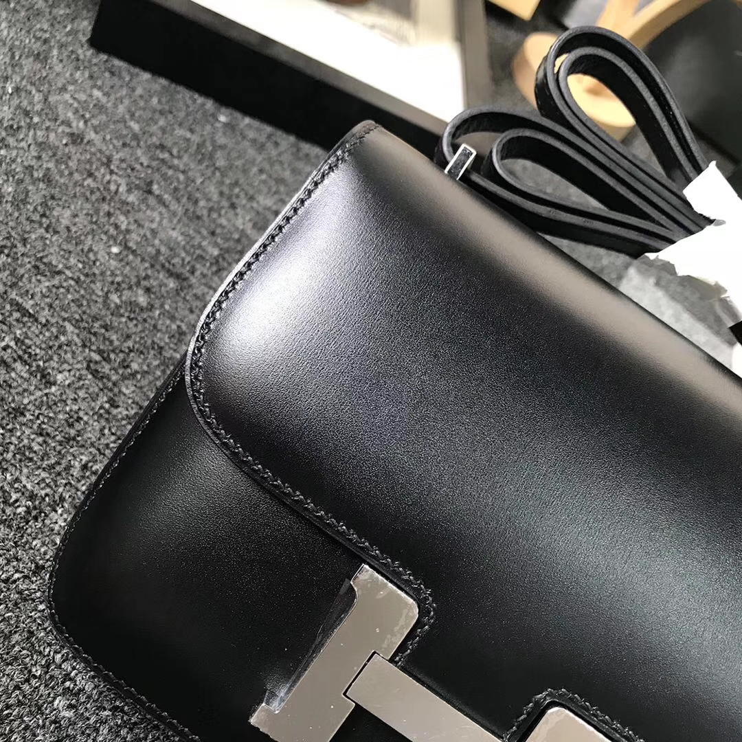 Hermès(爱马仕)CK89 黑色 原厂御用顶级Box 皮 Constance 19 金扣 现货