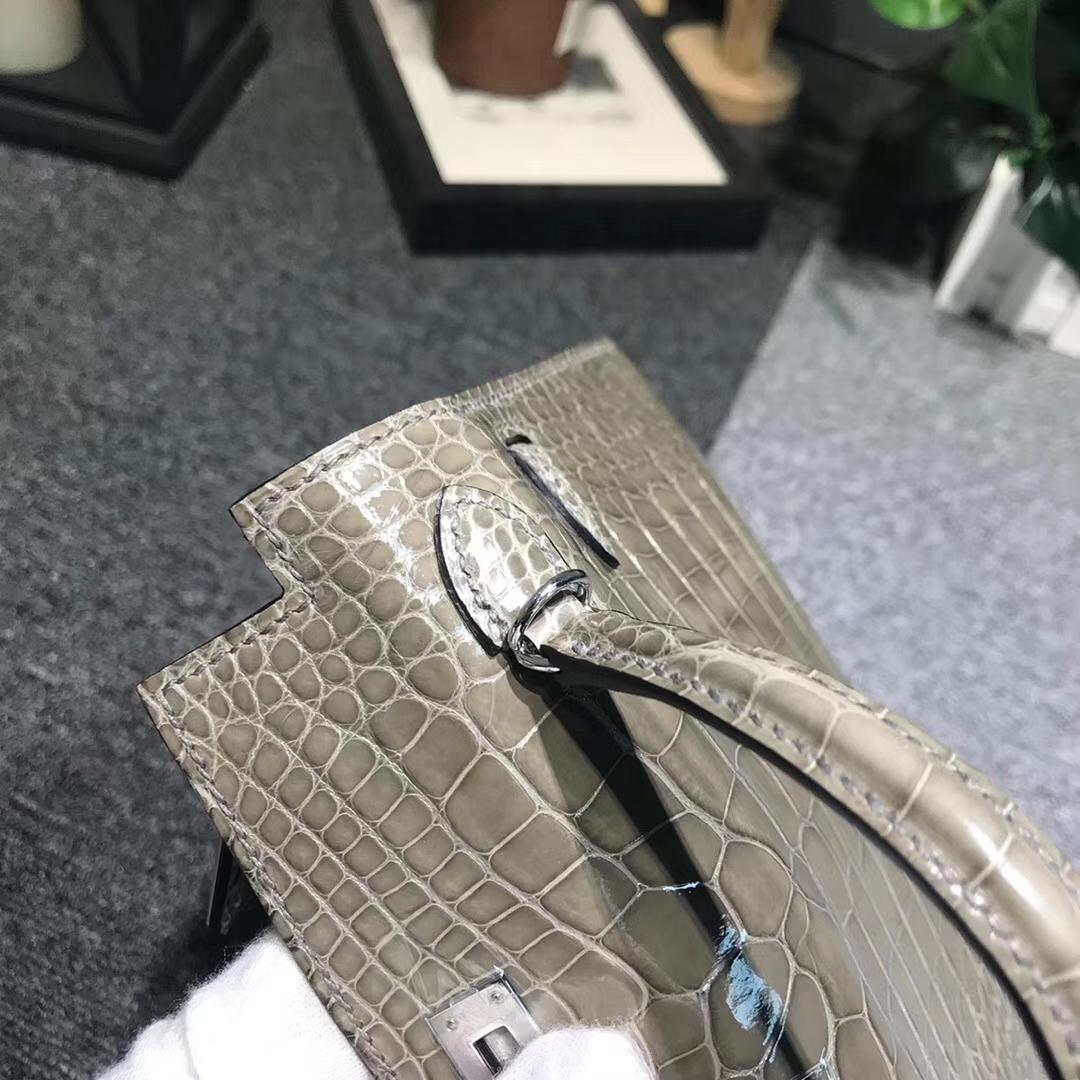 Hermès(爱马仕)斑鸠灰 原厂御用顶级亮面鳄鱼皮 Mini Kelly 二代 银扣