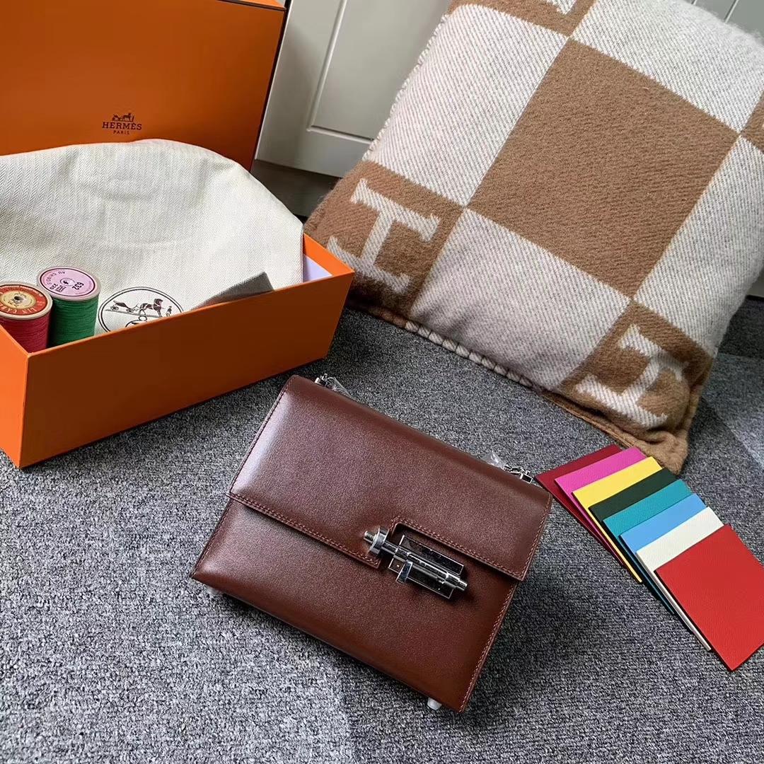 Hermès(爱马仕)Verrou 插销包 深咖啡 原厂御用顶级Box皮 银扣 现货