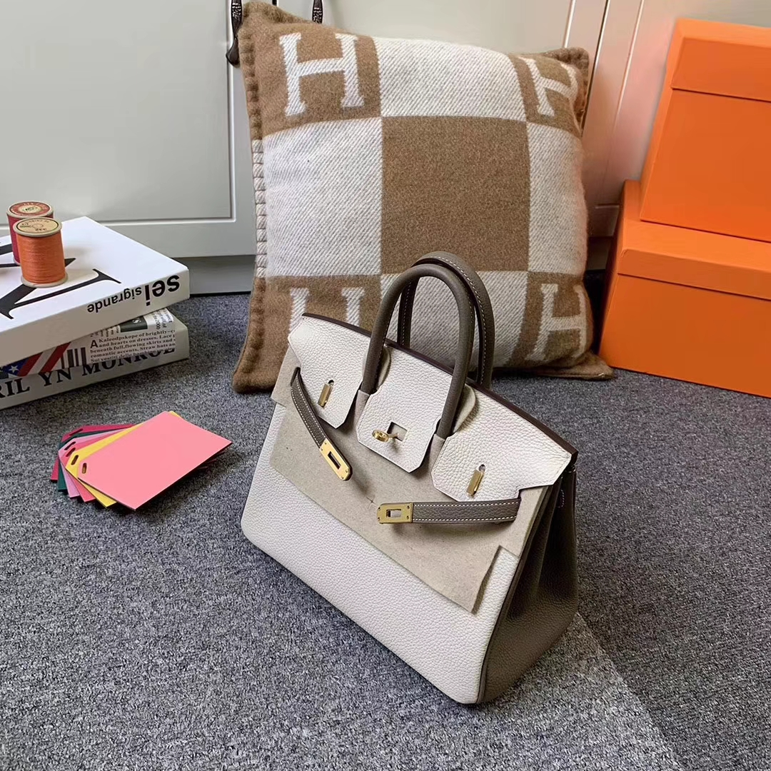 Hermès(爱马仕)Birkin 铂金包 奶昔白拼大象灰 原厂御用顶级小牛皮 拉丝金扣 25cm