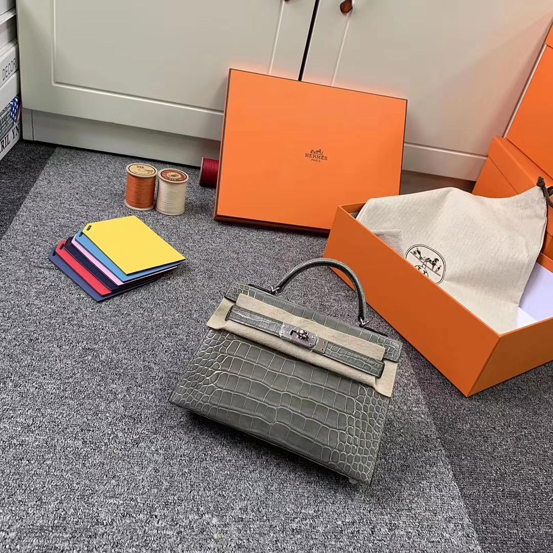 Hermès(爱马仕)CK81 斑鸠灰 原厂御用顶级亮面鳄鱼皮 Mini Kelly 二代 银扣