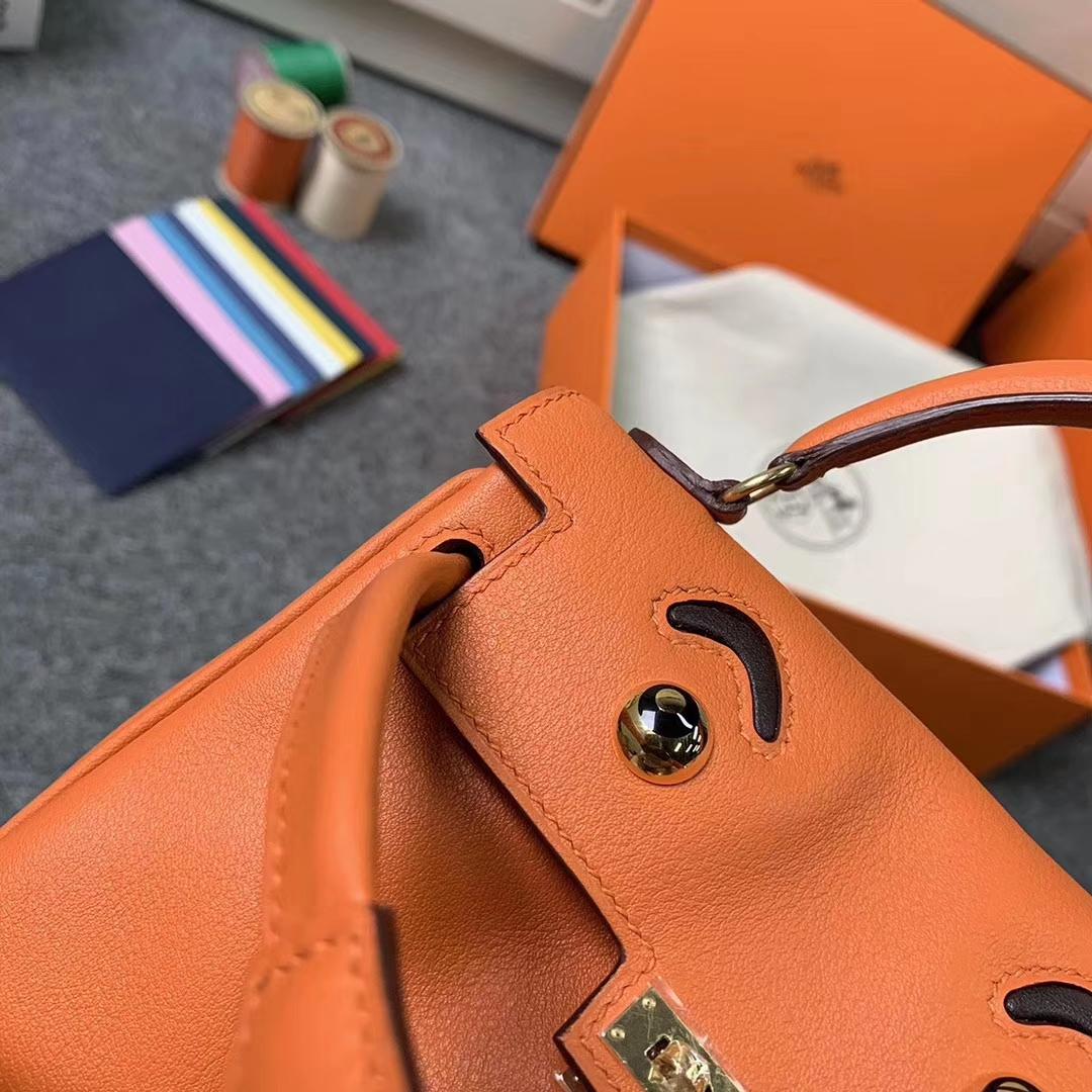 Hermès(爱马仕)93经典橙色拼深咖啡 原厂御用顶级Swift 皮 Kelly doll 金扣 现货