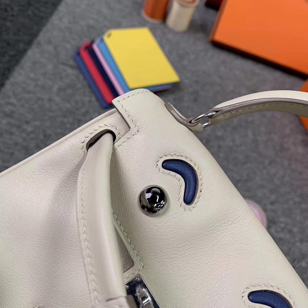 Hermès(爱马仕)奶昔白拼玛瑙蓝 原厂御用顶级Swift 皮 Kelly doll 银扣 现货