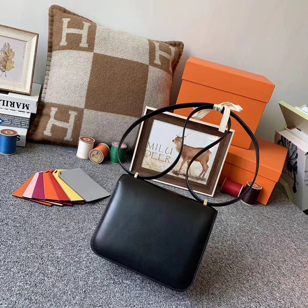 Hermès(爱马仕)黑色 原厂御用顶级BOX皮 Constance 19 金扣 现货