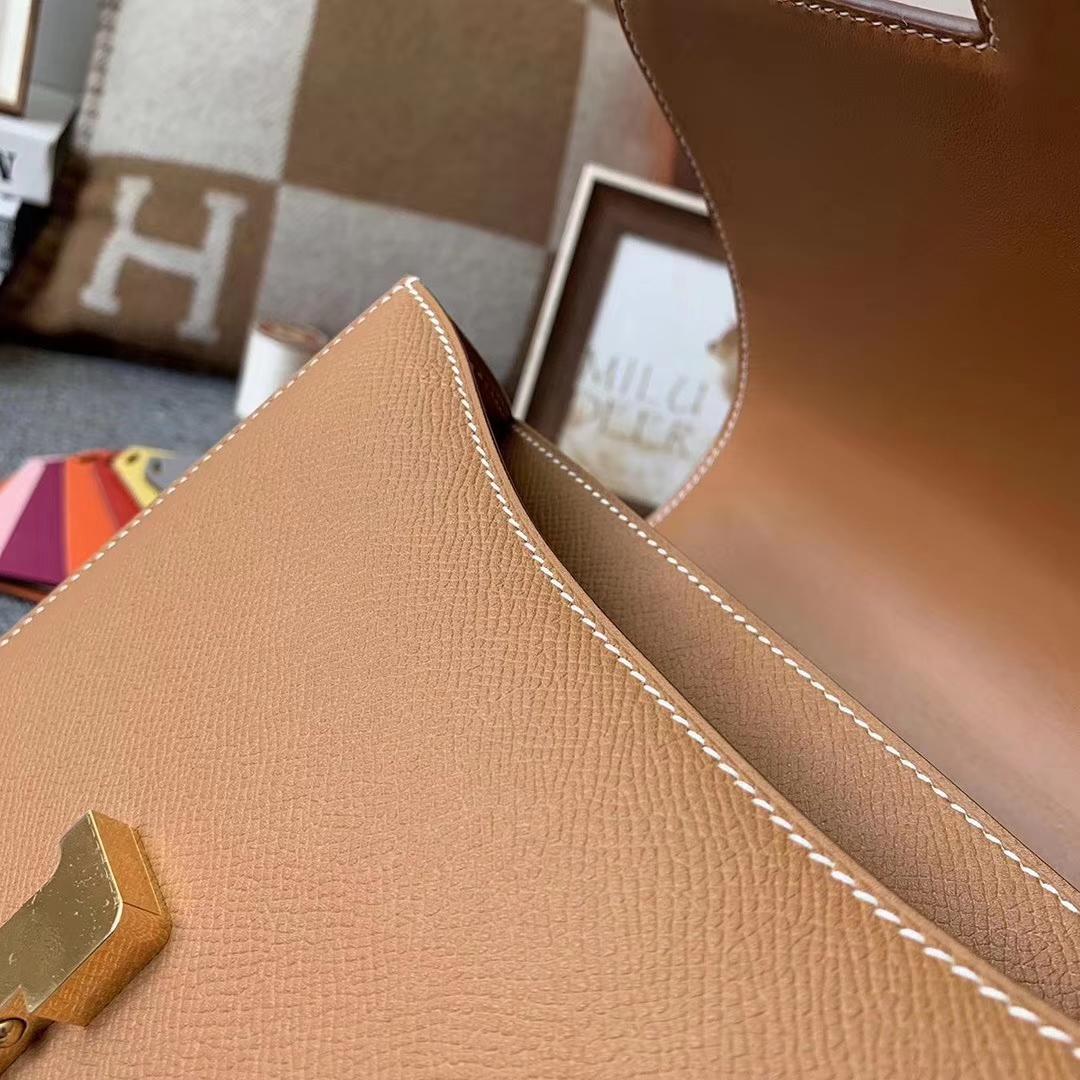 Hermès(爱马仕)浅咖啡 原厂御用顶级Epsom 皮 Constance 24 金扣 现货