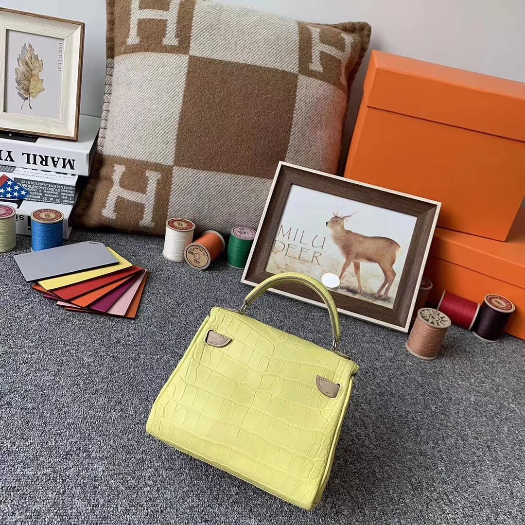 Hermès(爱马仕)柠檬黄拼沥青灰 原厂御用顶级鳄鱼皮 Kelly doll 银扣