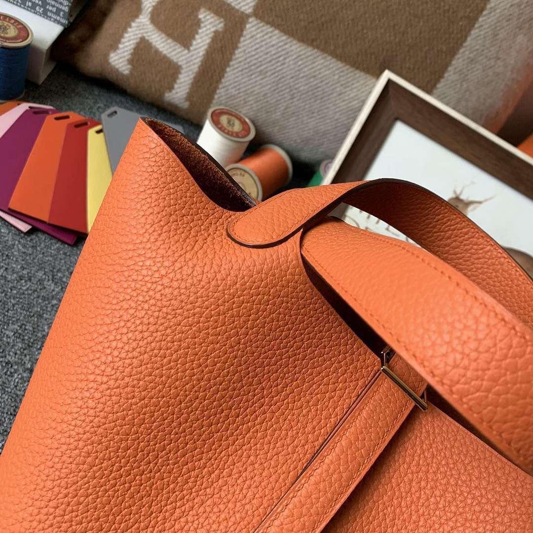 Hermès(爱马仕)橙色 原厂御用顶级TC 皮 Picotin  Lock 18cm 金扣