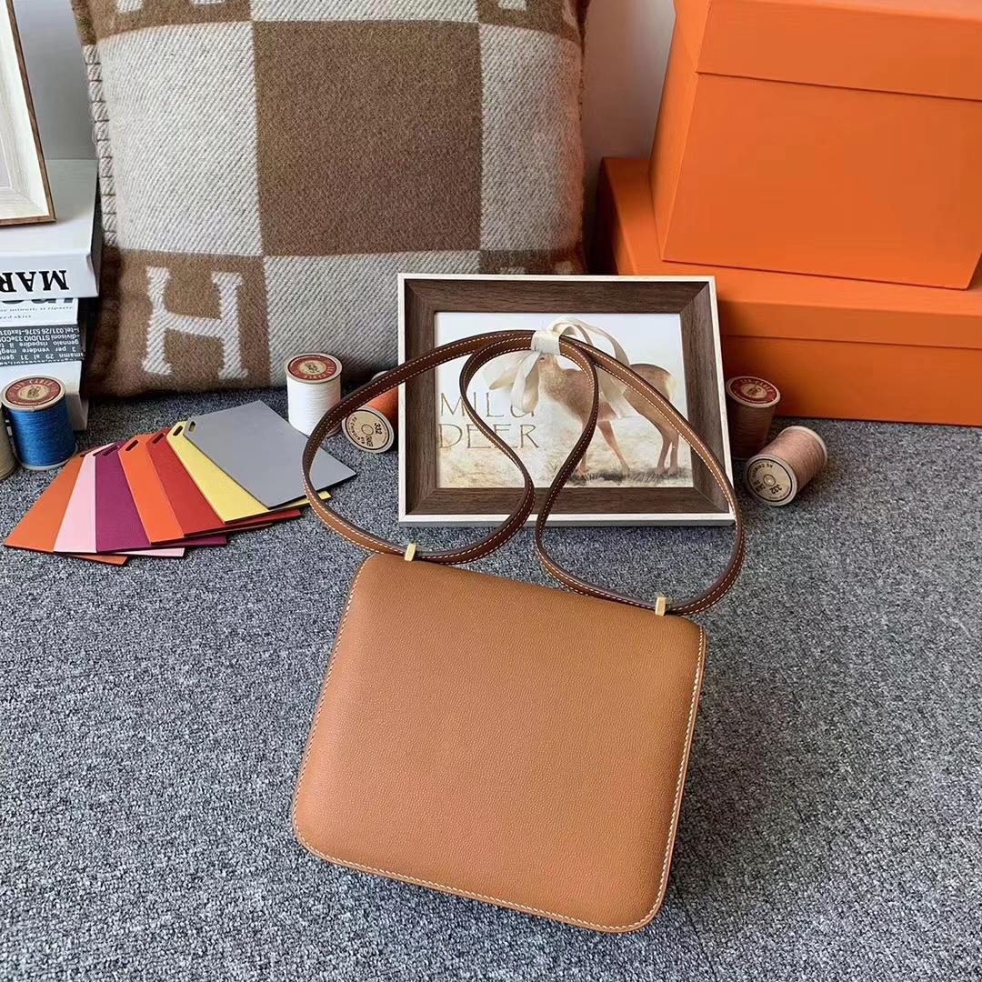 Hermès(爱马仕)金棕色 原厂御用顶级Monsieur皮 新皮 Constance 19 金扣 现货