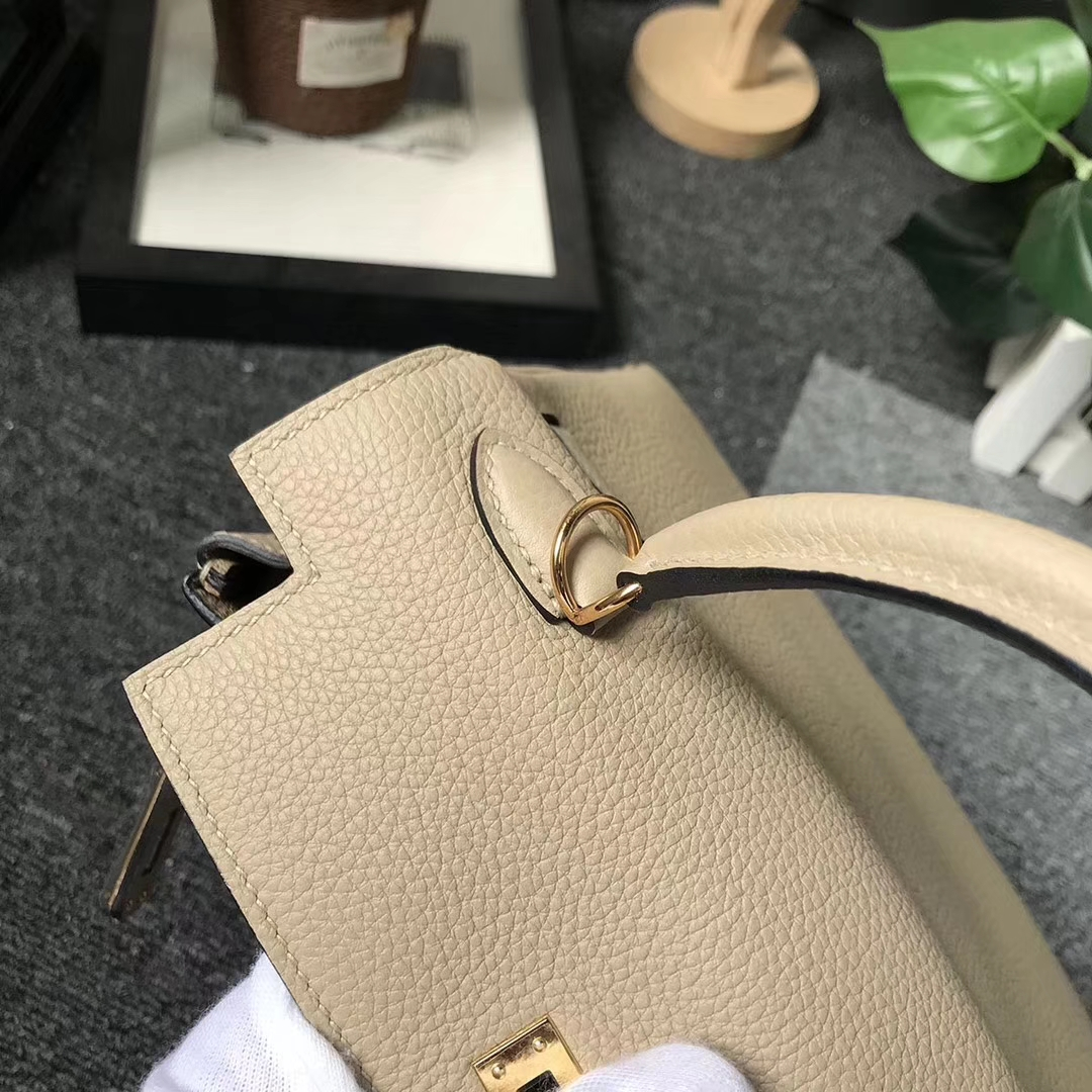 Hermès(爱马仕)CK81 风衣灰 原厂御用顶级小牛皮 Kelly 25 金扣 现货