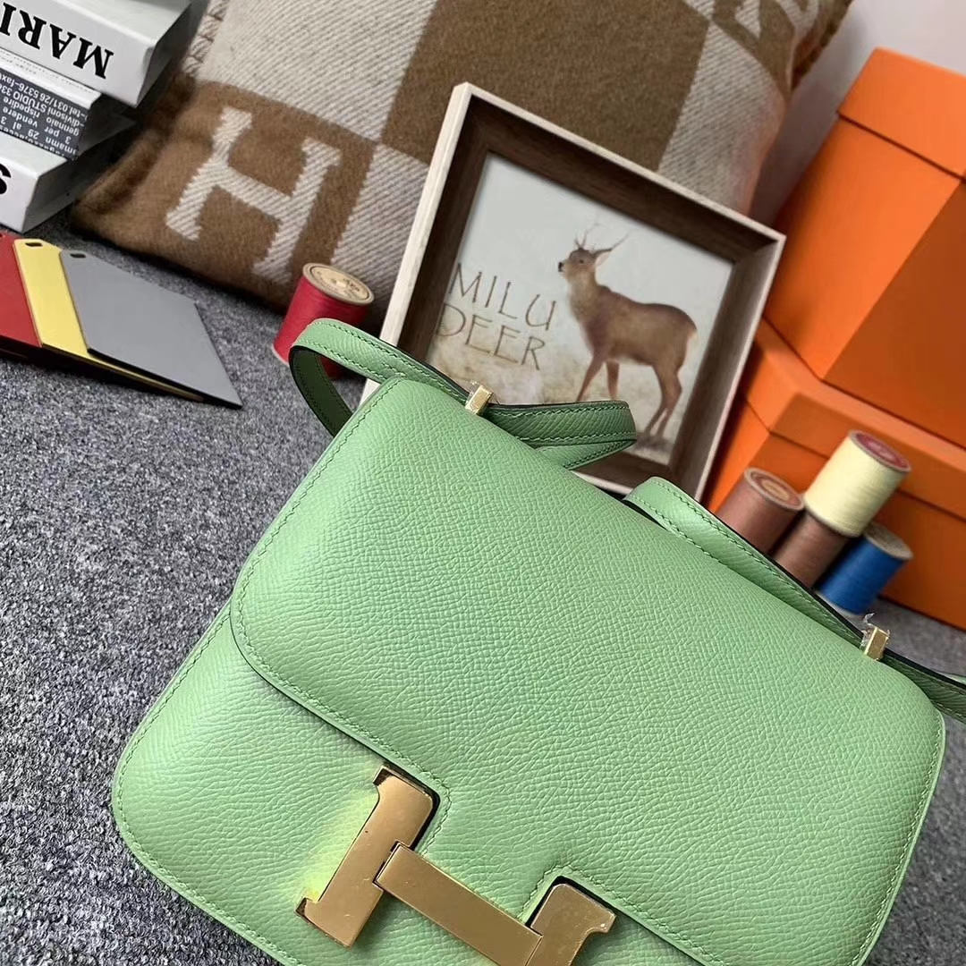 Hermès(爱马仕)3I牛油果绿 原厂御用顶级Epsom 皮 Constance 19 金扣 现货