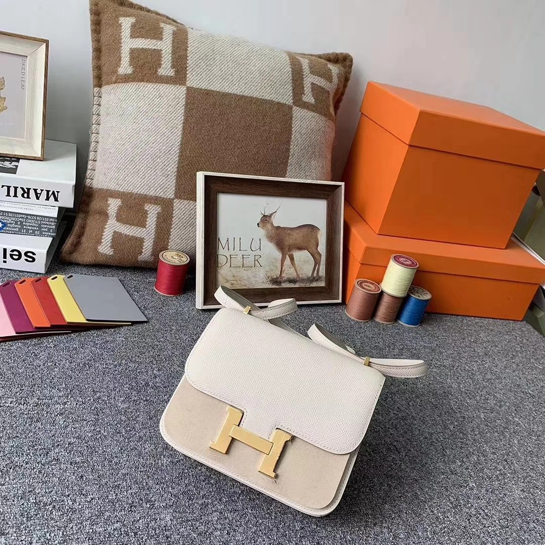 Hermès(爱马仕)奶昔白 原厂御顶用级Epsom 皮 Constance 19 金扣 现货