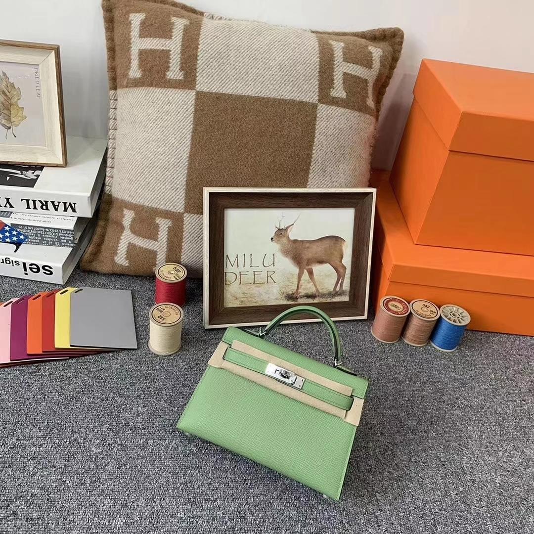 Hermès(爱马仕)牛油果绿 原厂御用顶级Epsom 皮 Mini Kelly 二代 银扣 现货