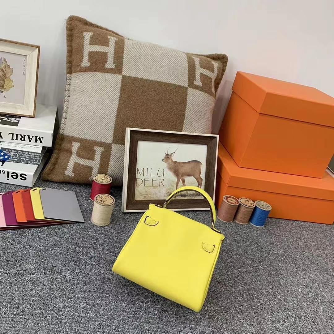 Hermès(爱马仕)柠檬黄拼罂粟橘色 原厂御用顶级Swift 皮 Kelly doll 金扣 现货