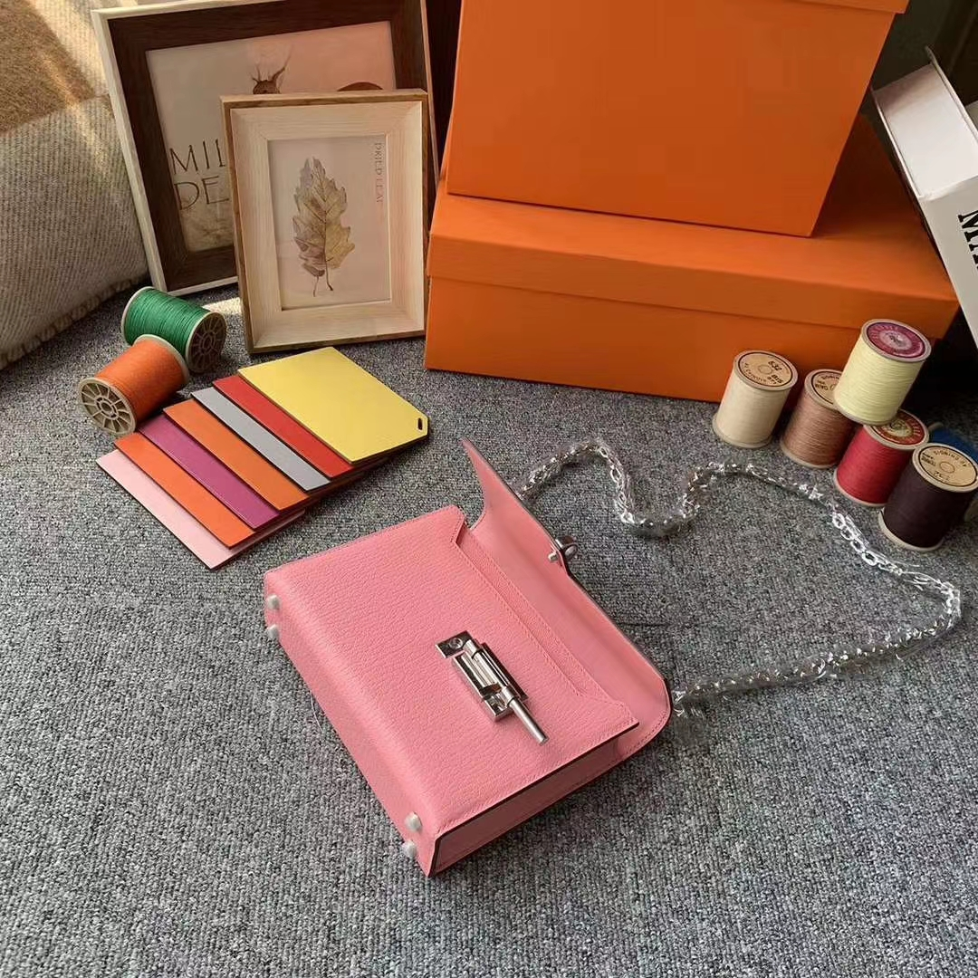 Hermès(爱马仕)1Q奶昔粉 原厂御用顶级山羊皮 Verrou 插销包 现货