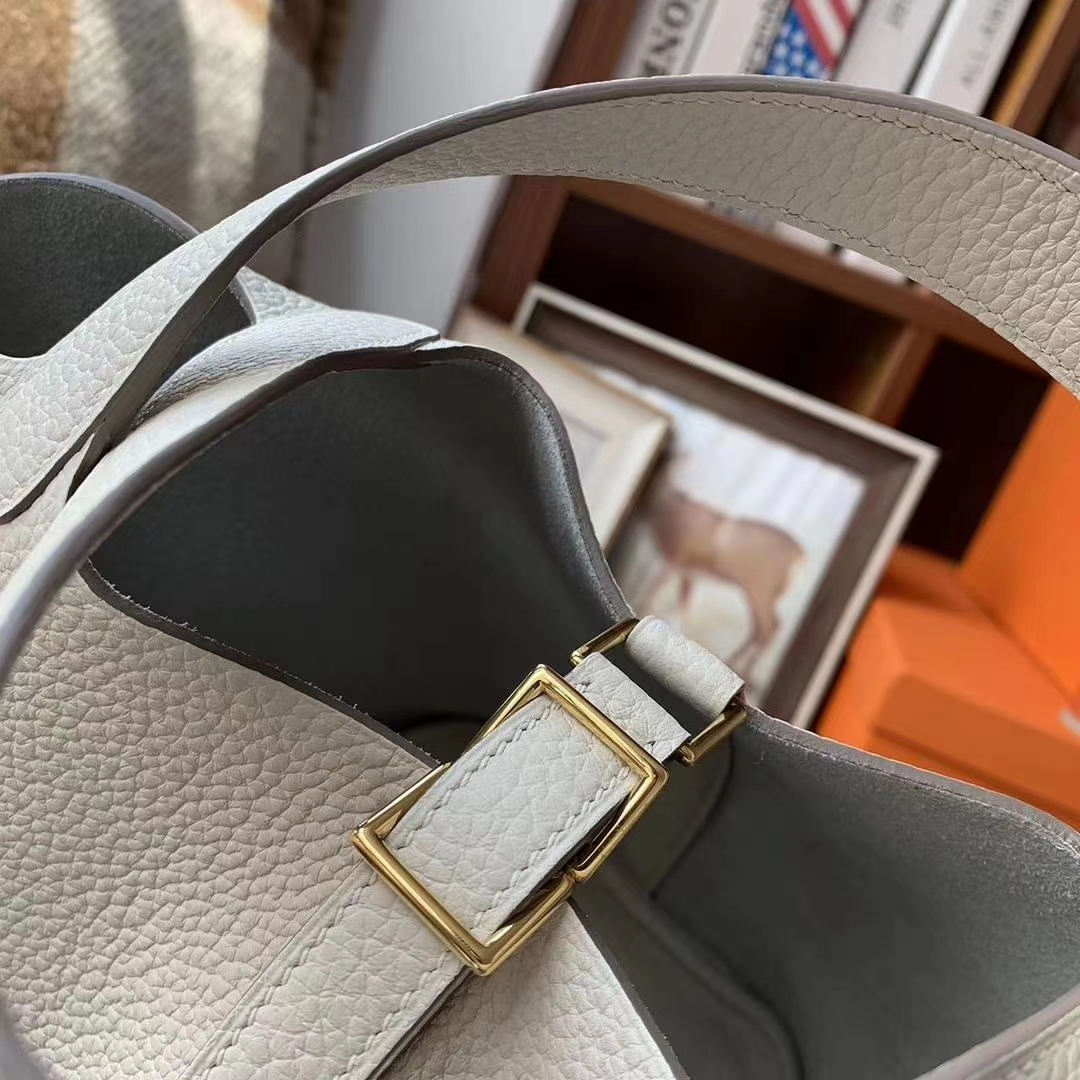 Hermès(爱马仕)奶昔白 原厂御用顶级TC皮 Picotin  Lock 18 cm 金扣 现货