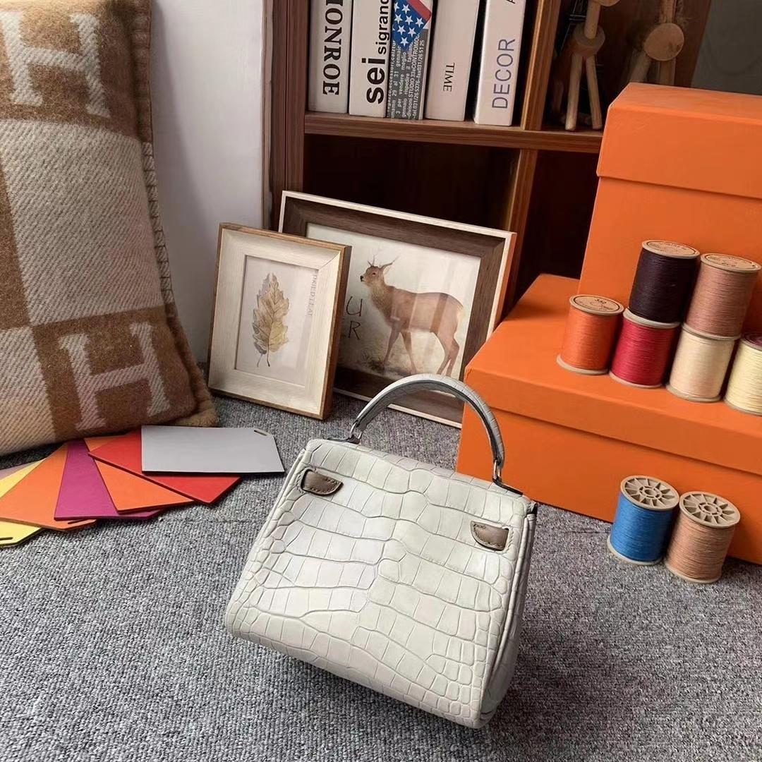Hermès(爱马仕)4Z海鸥灰拼咖啡色 原厂御用顶级鳄鱼皮拼Swift 皮 Kelly doll 银扣