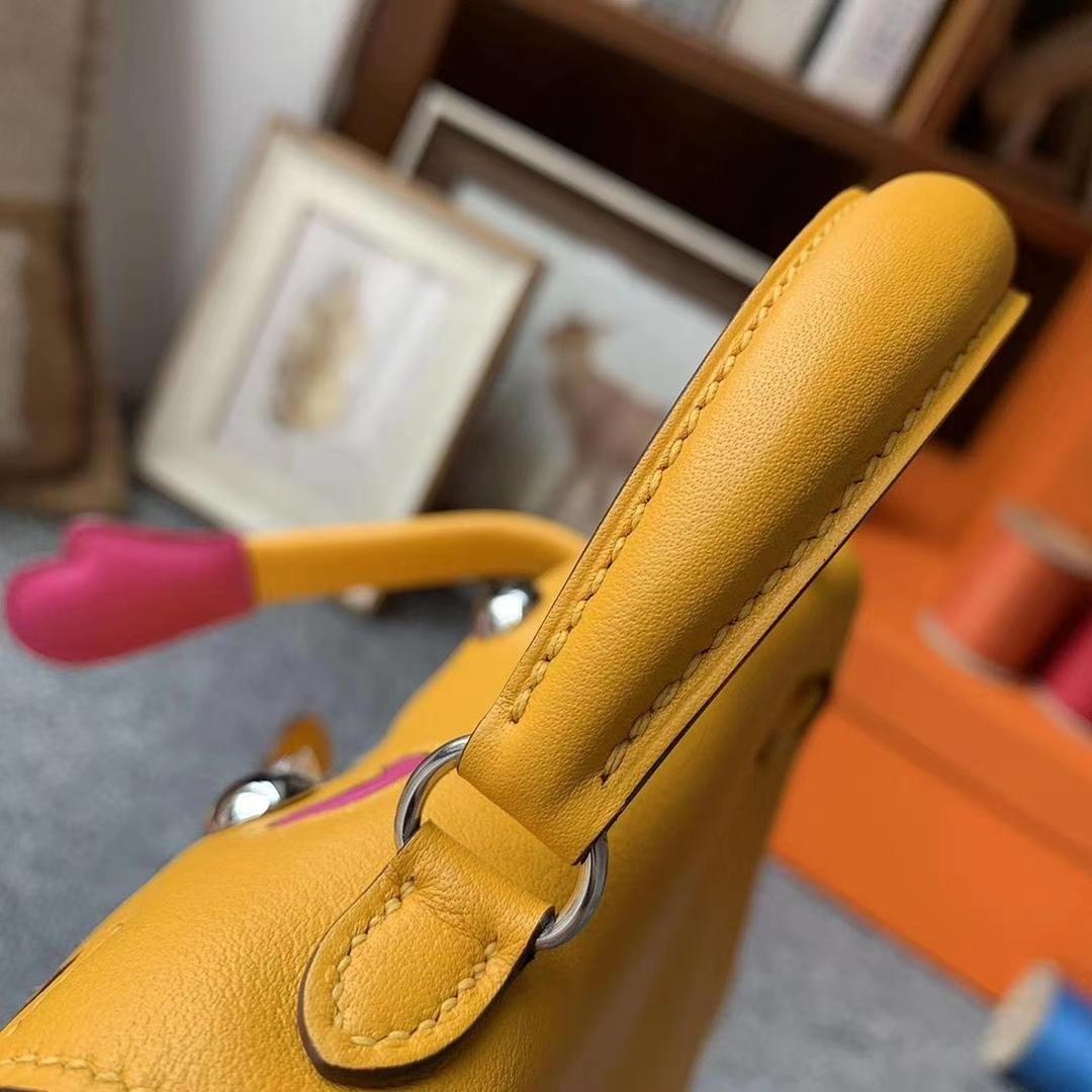 Hermès(爱马仕)9D琥珀黄拼玉兰粉 原厂御用顶级Swift 皮 Kelly Doll 银扣 现货