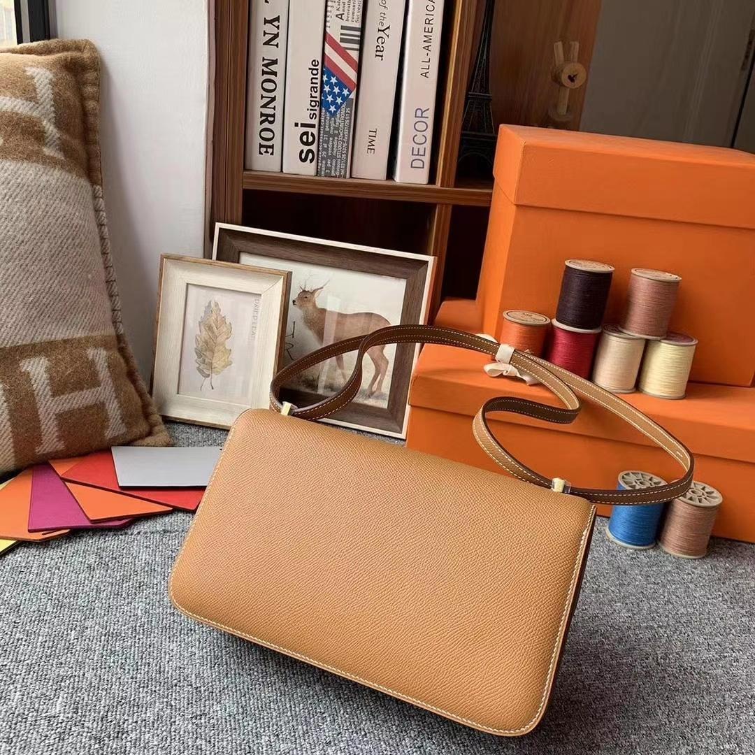 Hermès(爱马仕)C37金棕色 原厂御用顶级Epsom 皮 Constance 26 金扣