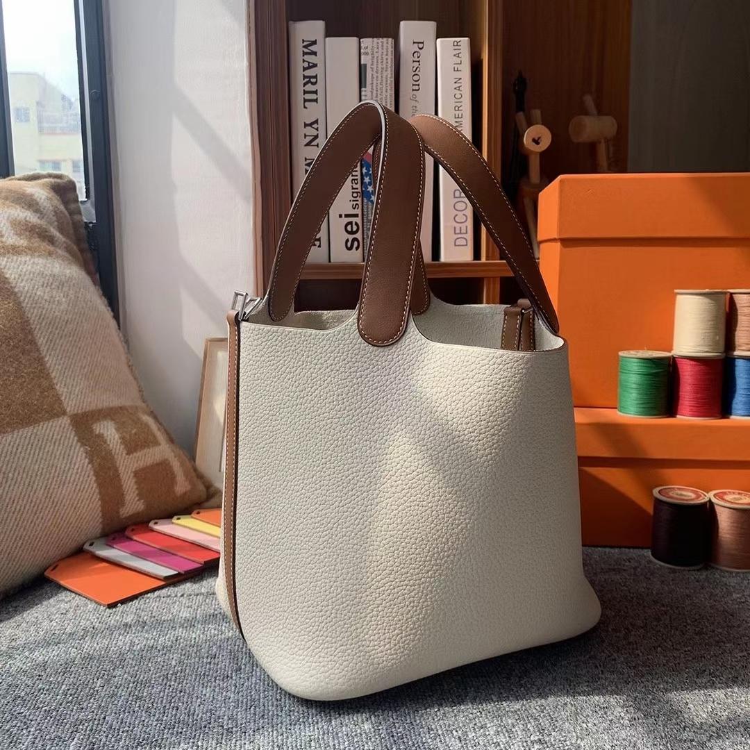 Hermès(爱马仕)奶昔白拼C37金棕色 原厂御用顶级TC皮 Picotin Lock 22cm 银扣