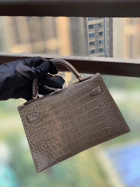Hermès(爱马仕)CK81斑鸠灰 美洲鳄亮光  Mini Kelly 二代 银扣
