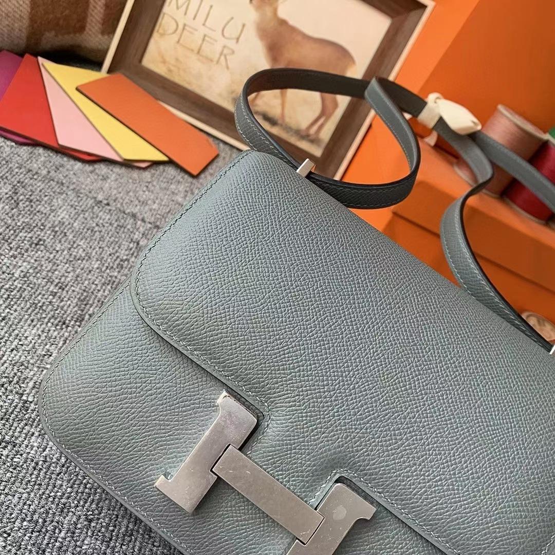 Hermès(爱马仕)杏绿色 原厂御用顶级小牛皮 Constance 19 银扣