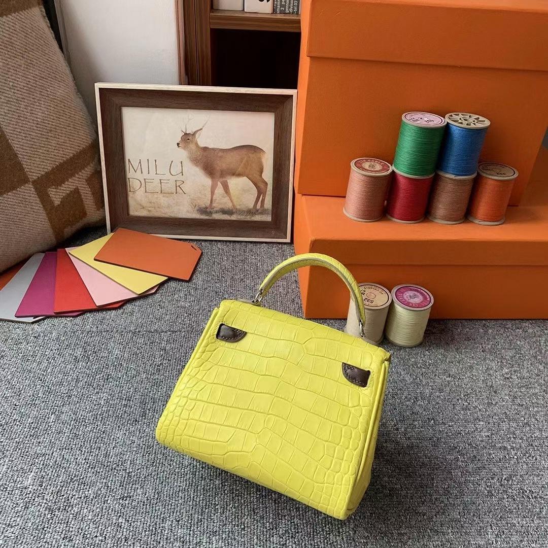 Hermès(爱马仕)柠檬黄拼深咖啡 原厂御用顶级鳄鱼皮拼Swift 皮 Kelly Doll 银扣