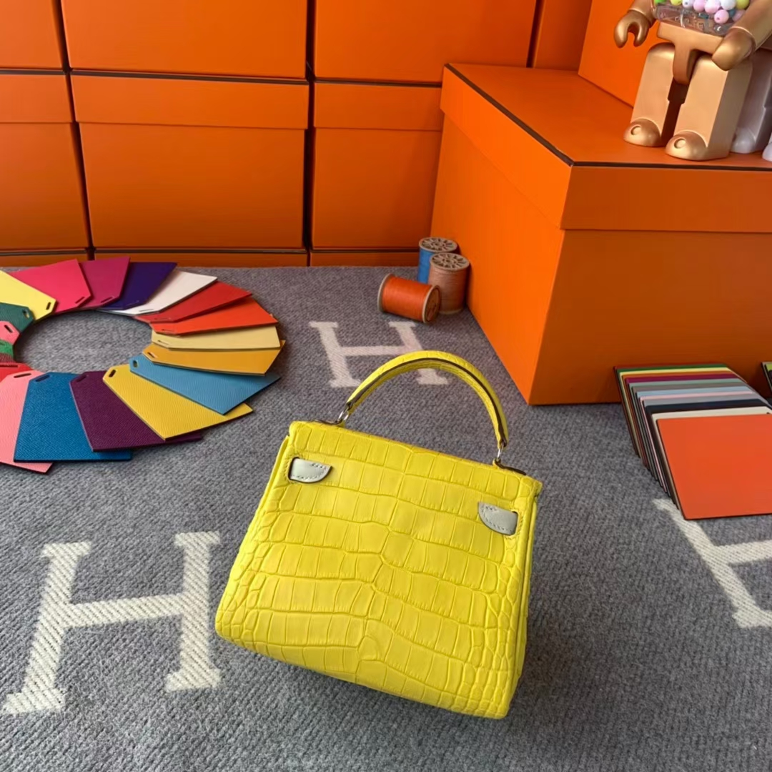 Hermès(爱马仕)Kelly doll 柠檬黄拼奶昔白 原厂御用顶级鳄鱼皮拼swift 皮 银扣