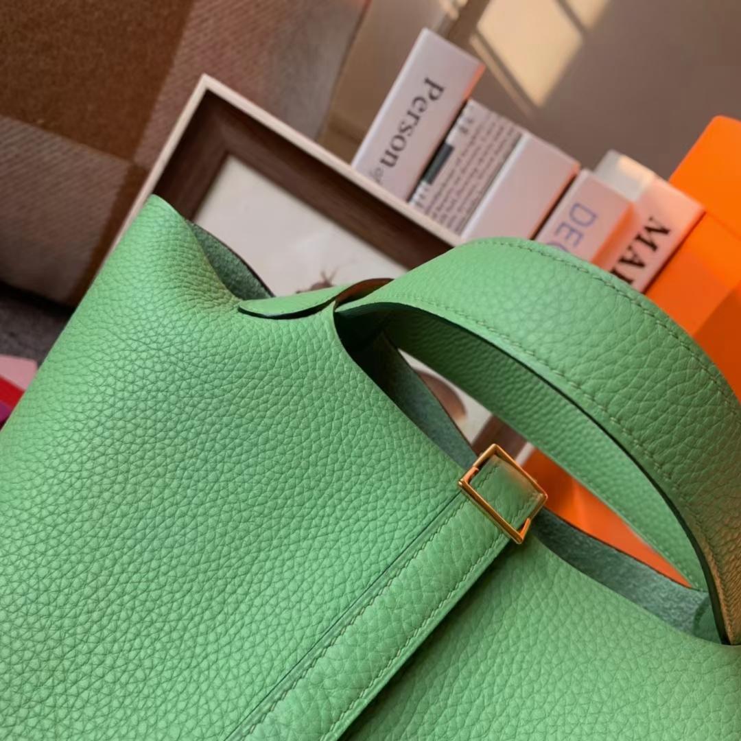 Hermès(爱马仕)Picotin Lock 菜篮子 牛油果绿 原厂御用顶级TC皮 18cm 金扣 现货