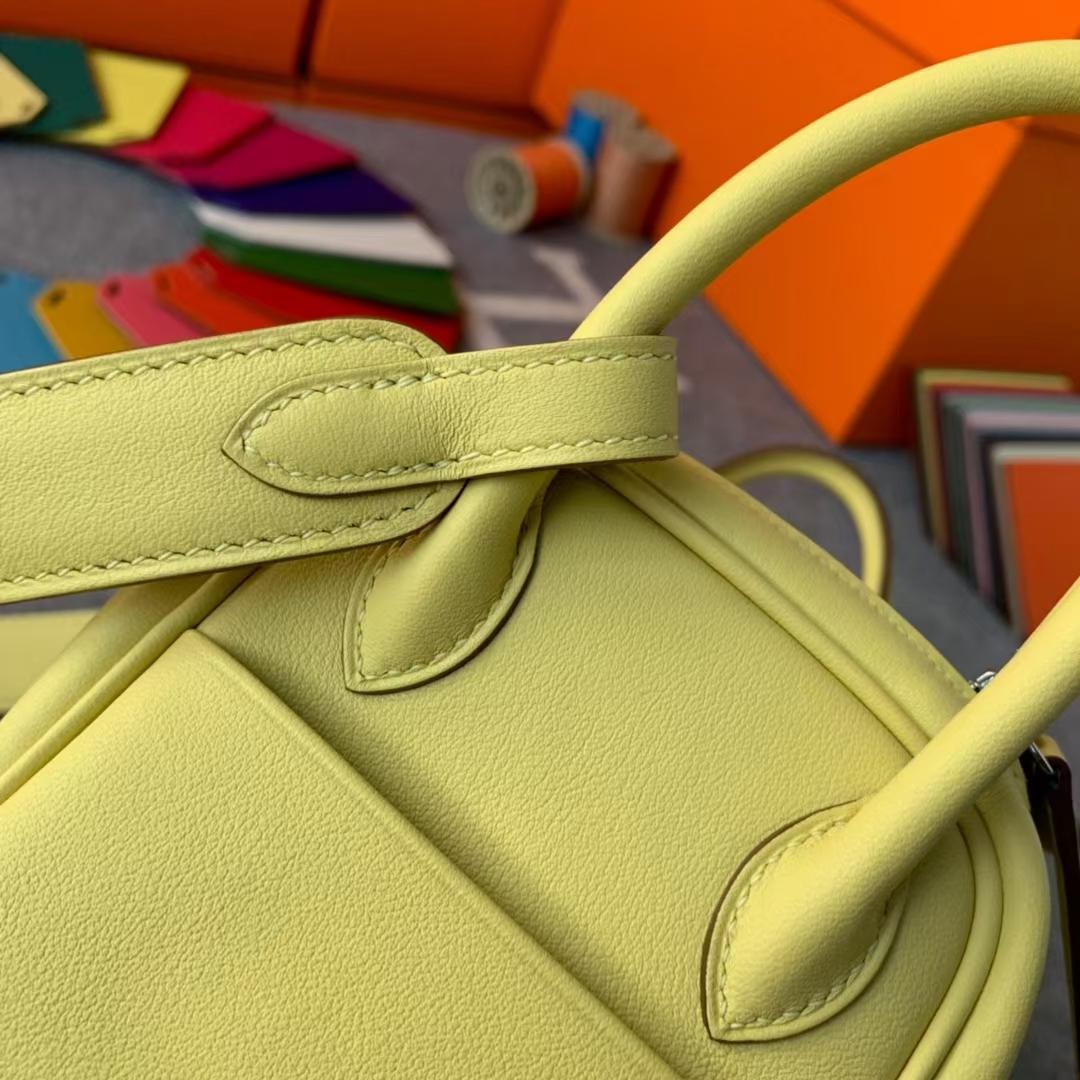 Hermès(爱马仕)Mini Lindy 迷你琳迪 小鸡黄内拼奶昔白 原厂御用顶级Swift 皮 银扣