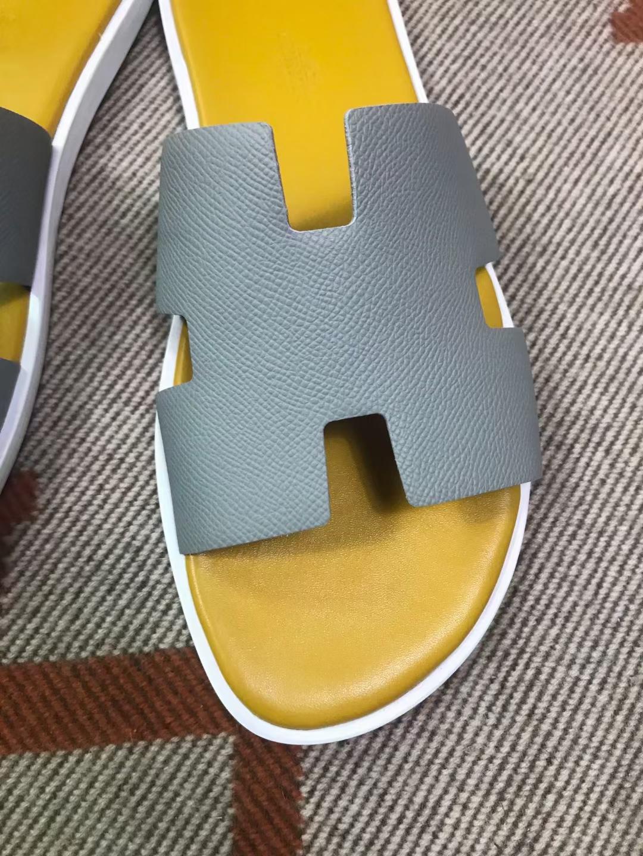 Hermès(爱马仕)男拖 epsom 冰川灰 琥珀黄垫 白底