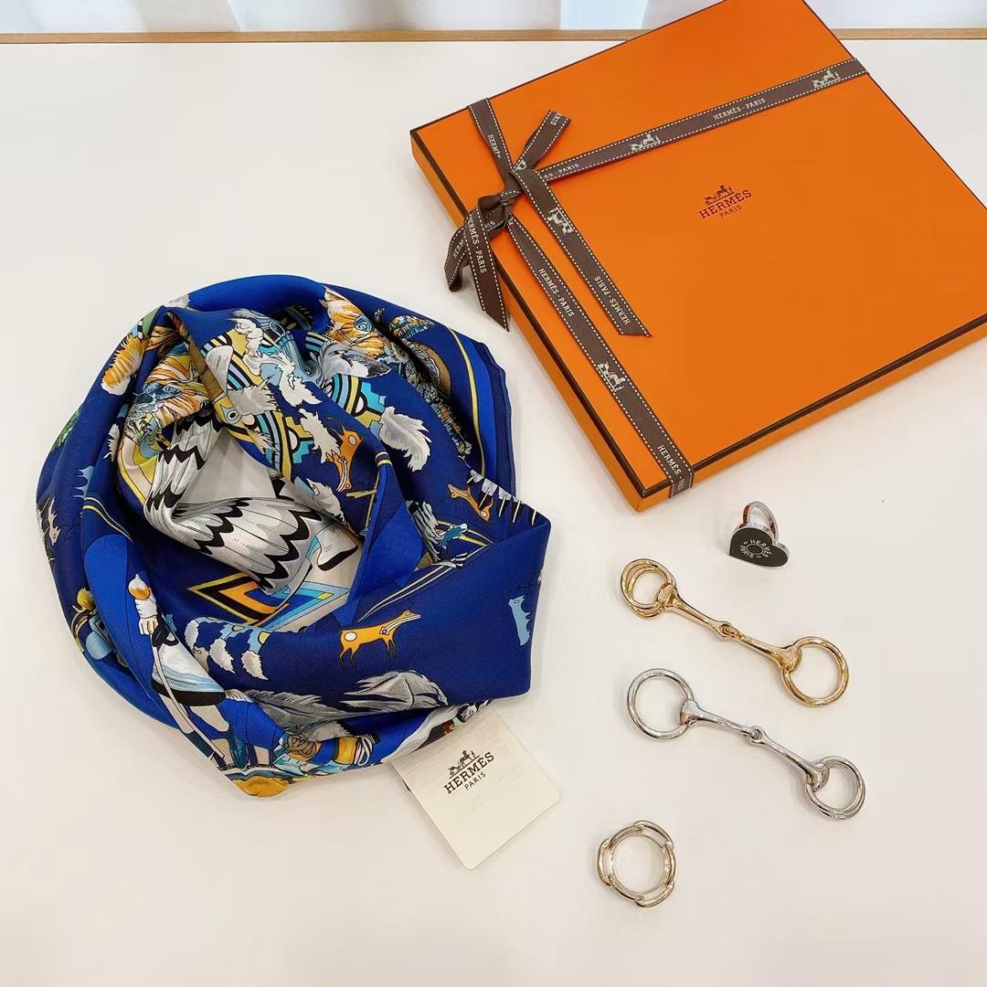 Hermès(爱马仕)夏季新款《卡奇纳神丝巾》蓝色 90x90cm 100%真丝