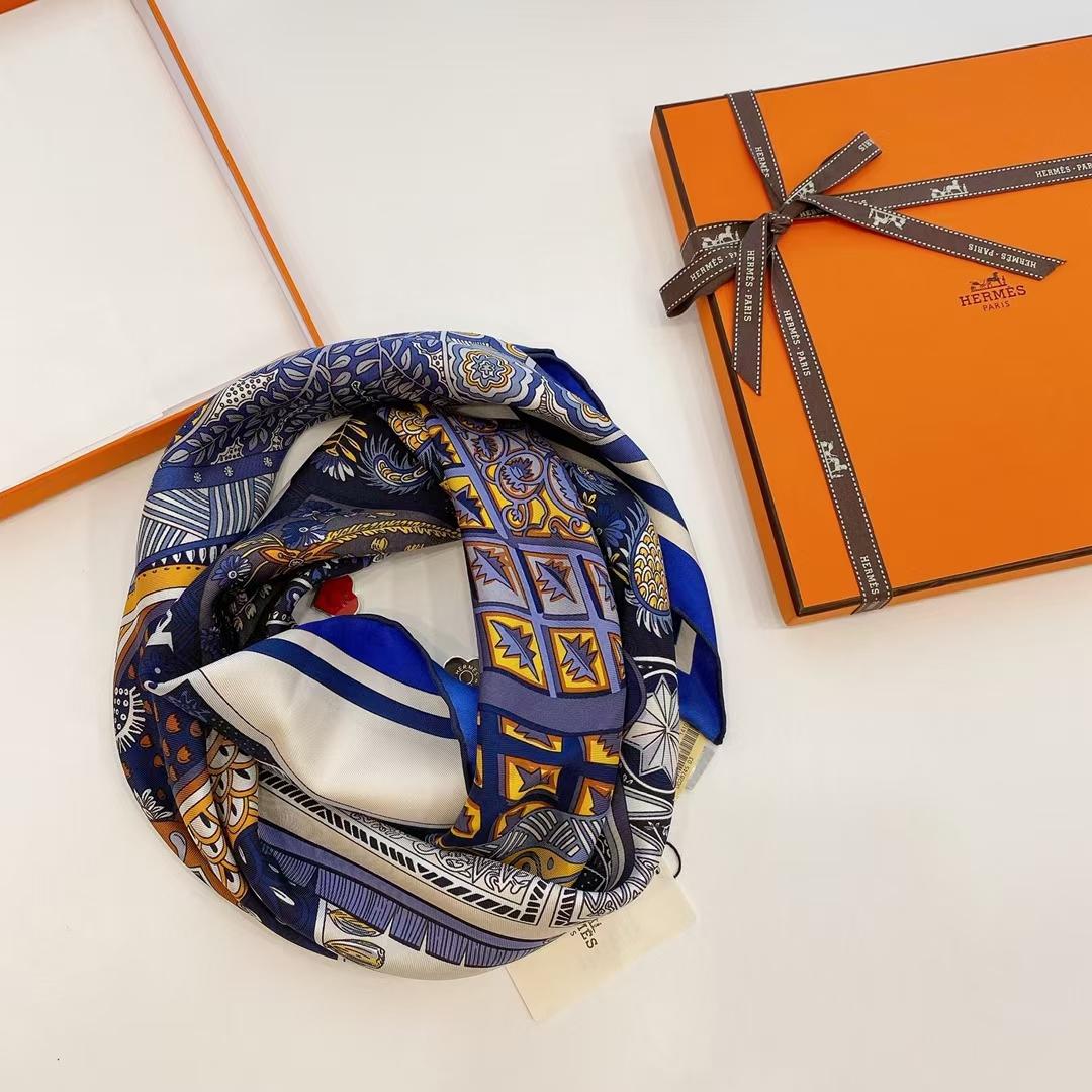 Hermès(爱马仕) 方巾 《马鞍垫》蓝色 100%真丝 90cm