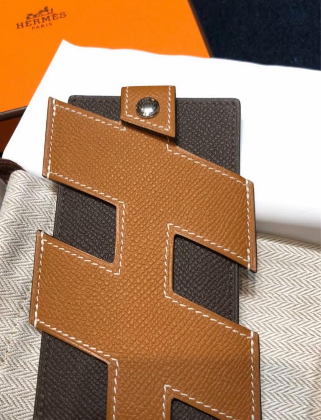 Hermès(爱马仕)走秀新款 H-Tag 手机包 金棕色