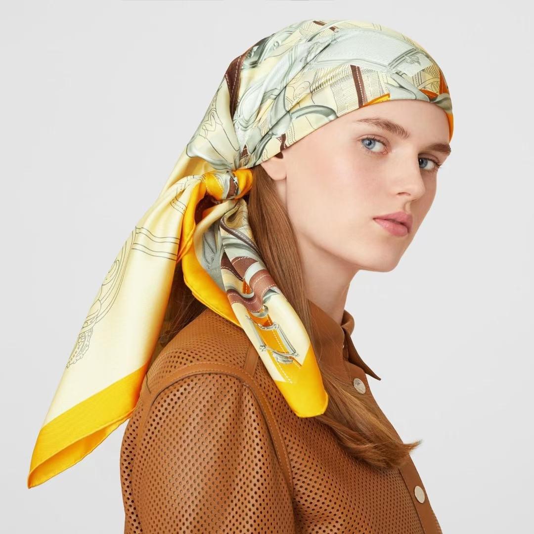 Hermès(爱马仕)夏季新款 丝巾《飞跃卡瓦尔多丝巾》黄色