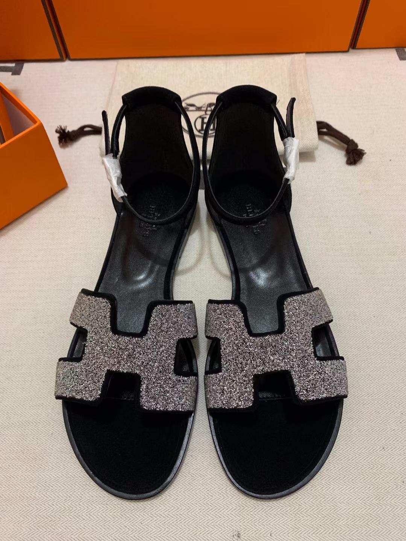 Hermès(爱马仕)新款 平底凉鞋 烫钻 黑色 反毛皮 包跟