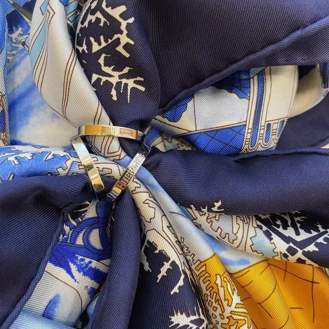 Hermès(爱马仕)新款丝巾 Scarves 《途径莫斯科》蓝色